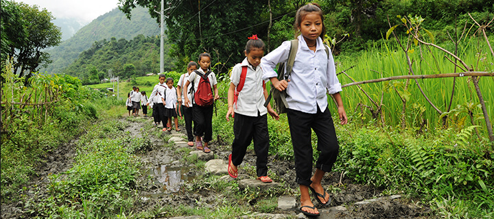 children-go-home-from-school-in-Darjeeling